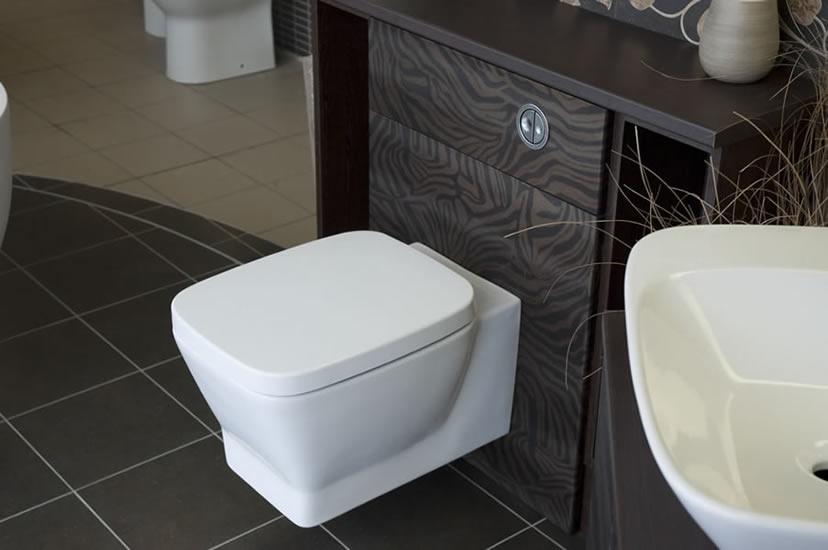 Modern Wall Mounted Pan and Seat in Fitted Furniture